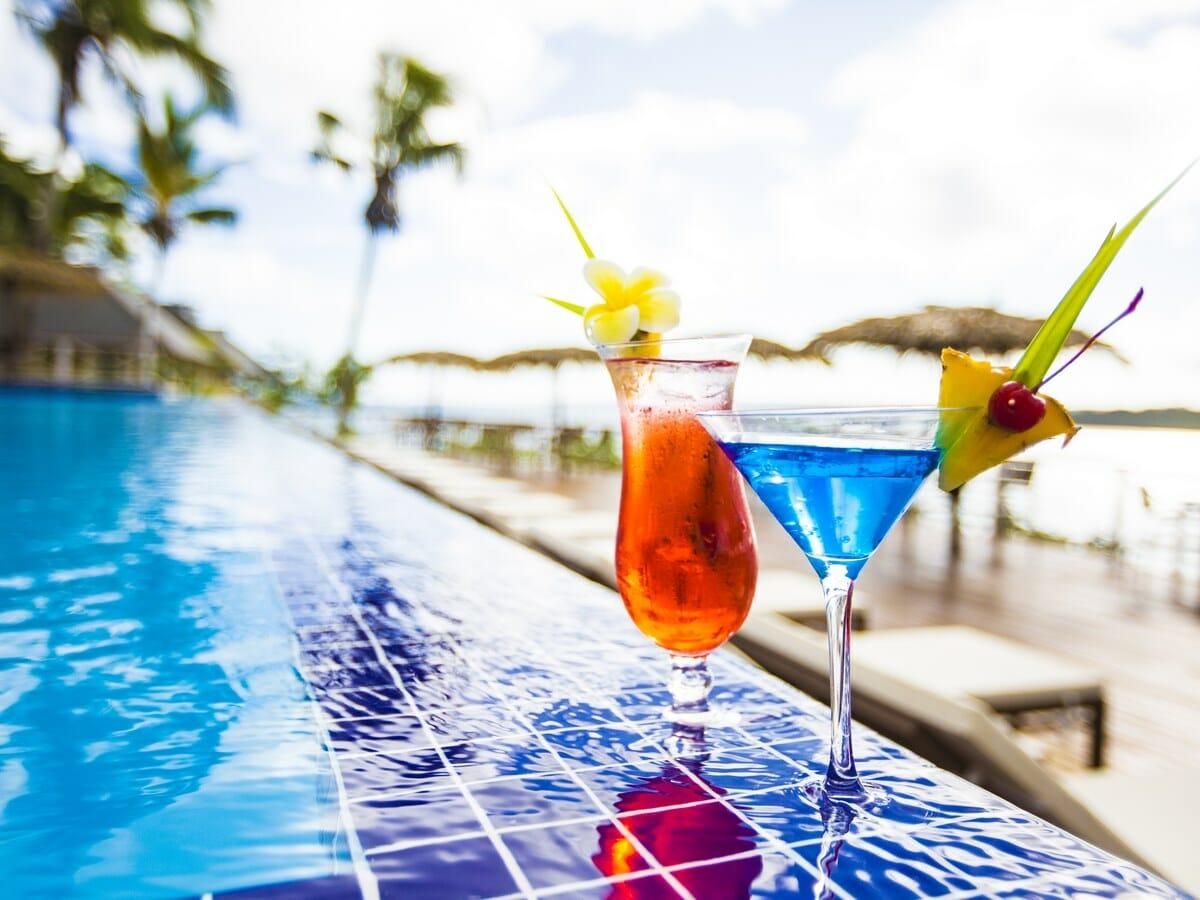 Iririki Island Resort & Spa Gallery - Cocktails by the pool