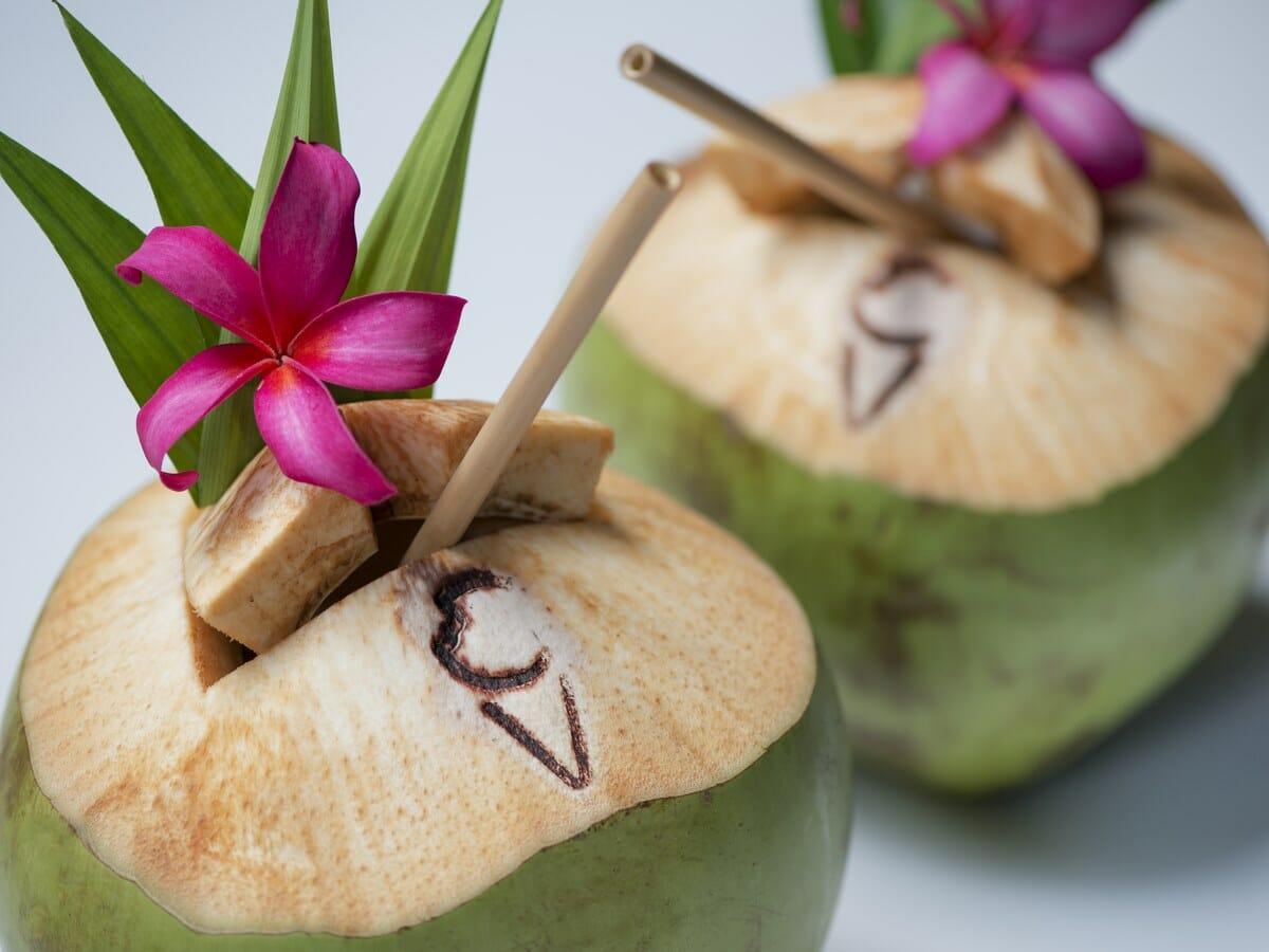Hotel Indigo Bali Seminyak Gallery Image - Cave Pool Lounge Coco Booze Drinks