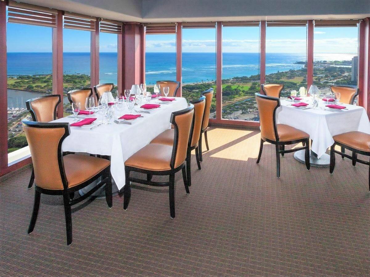 Ala Moana Hotel Gallery Image of The Signature Prime Steak & Seafood Restaurant