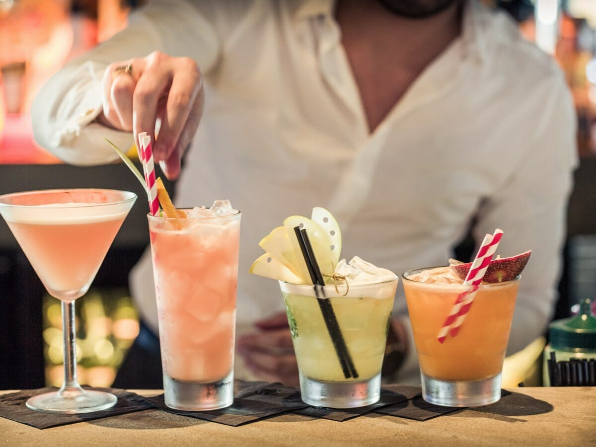 QT Gold Coast Gallery Image of Stringray Bar Drinks