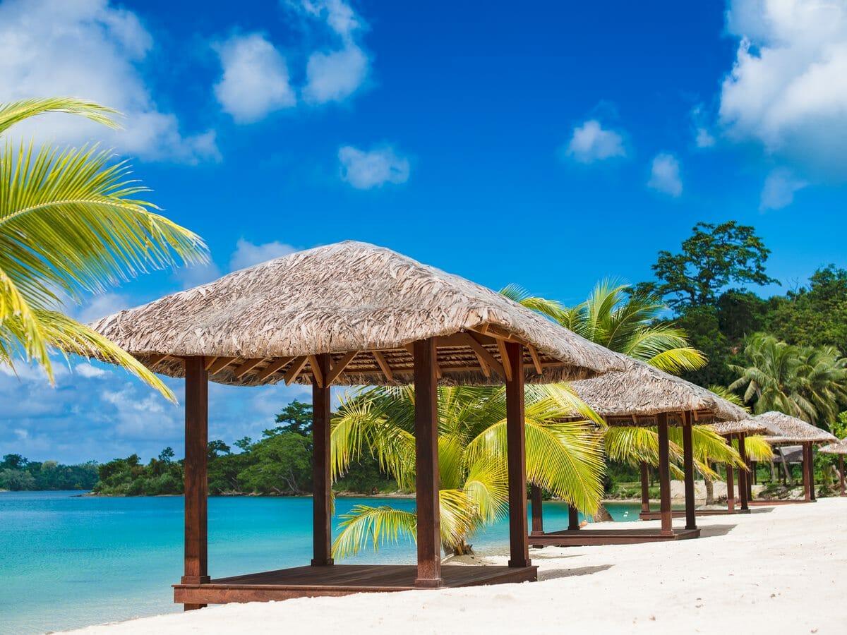 Holiday Inn Resort Vanuatu Gallery Image - Beachside at the resort