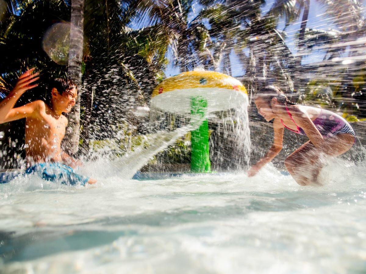 Holiday Inn Resort Vanuatu Gallery Image - Childrens pool