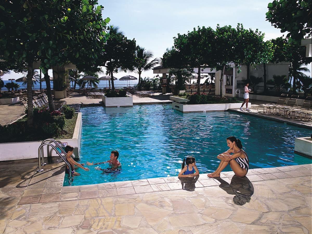 Waikiki Beach Marriott Resort & Spa pool