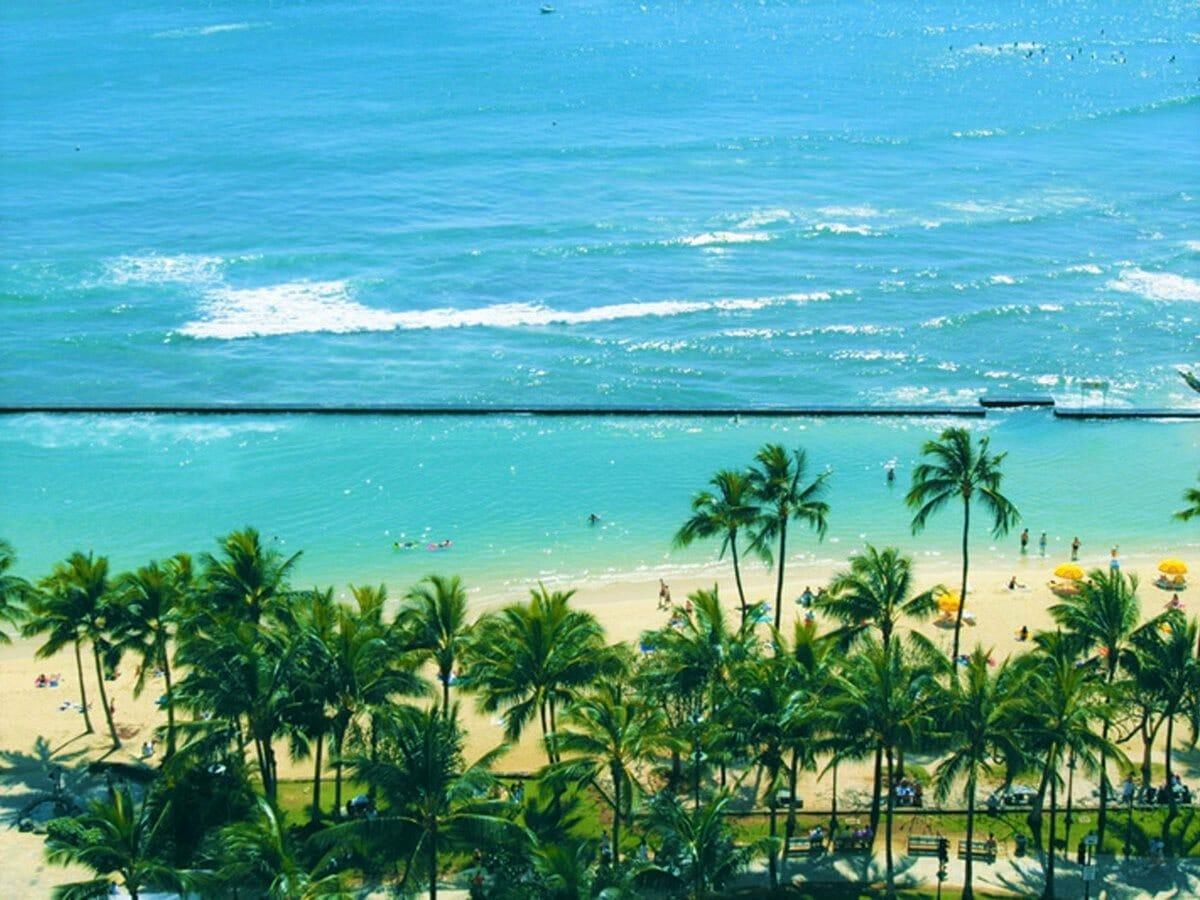 Waikiki Beach Marriott Resort & Spa beach