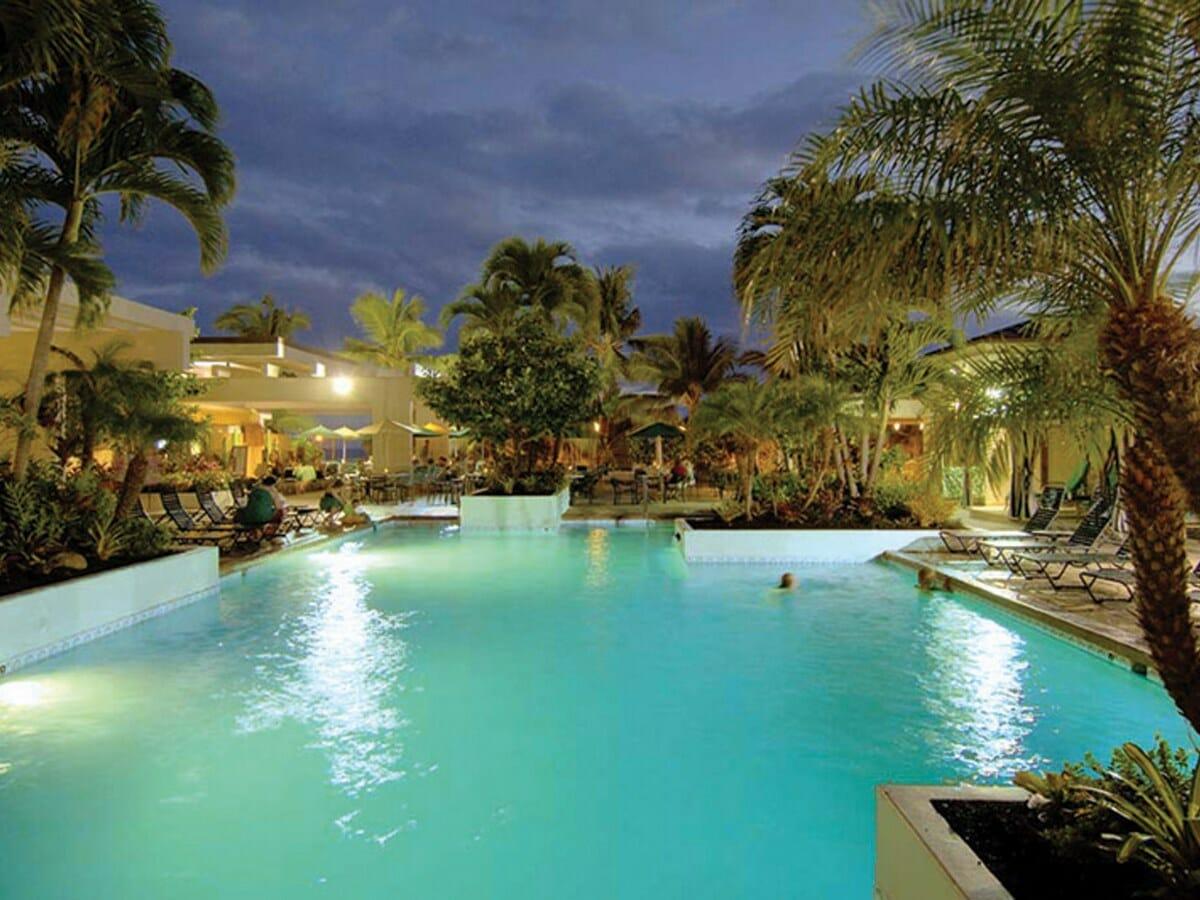 Waikiki-Beach-Marriott-pool