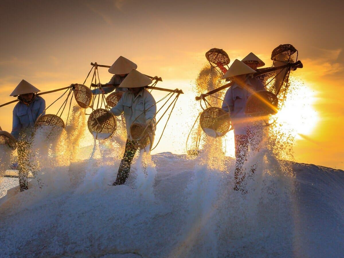 Best of Vietnam Tour gallery image of Vietnamese people with salt