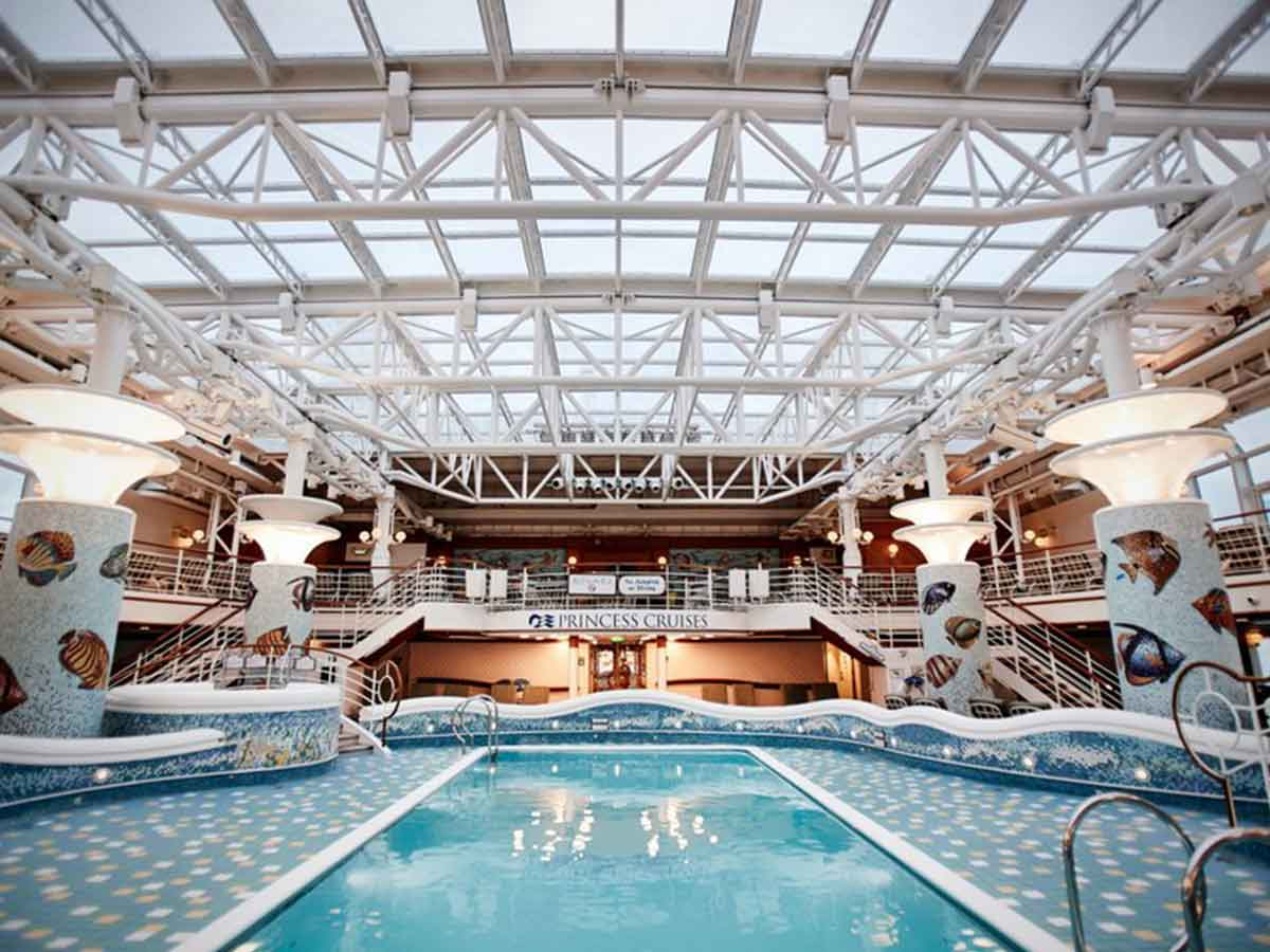diamond-princess-docked-indoor-pool