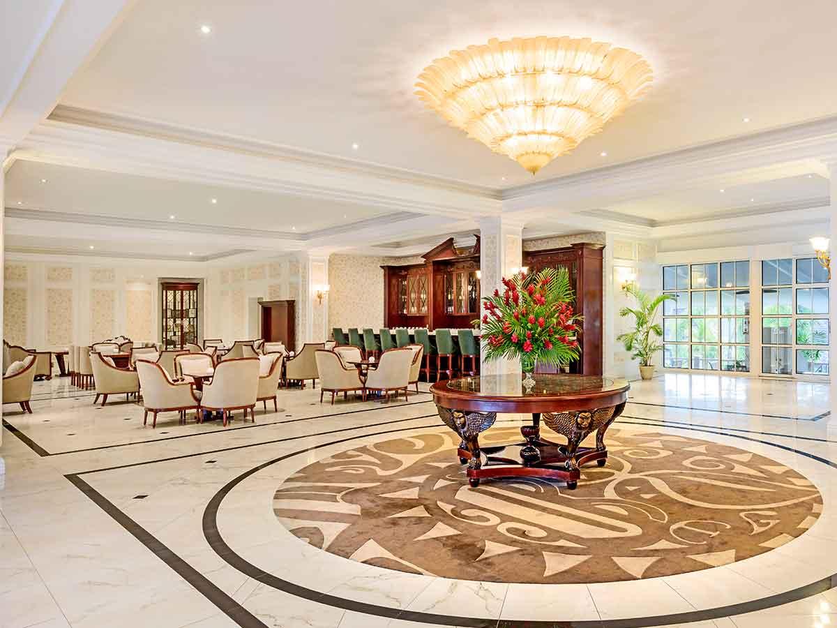Sheraton-Samoa-Aggie-Grey's-lobby
