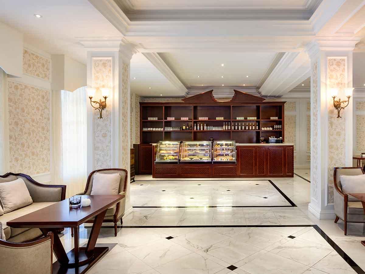 Sheraton-Samoa-Aggie-Grey's-lounge