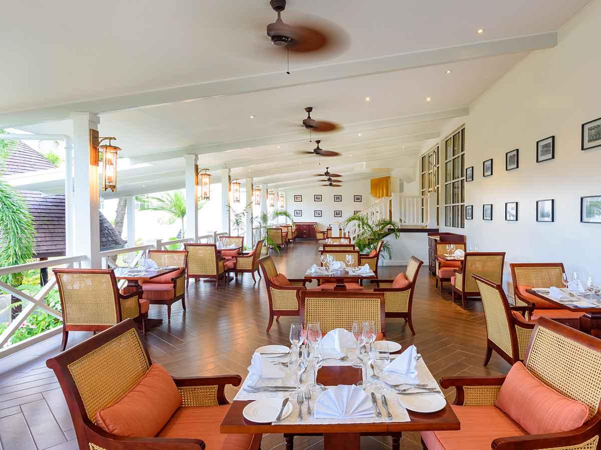 Sheraton-Samoa-Aggie-Grey's-mezzanine