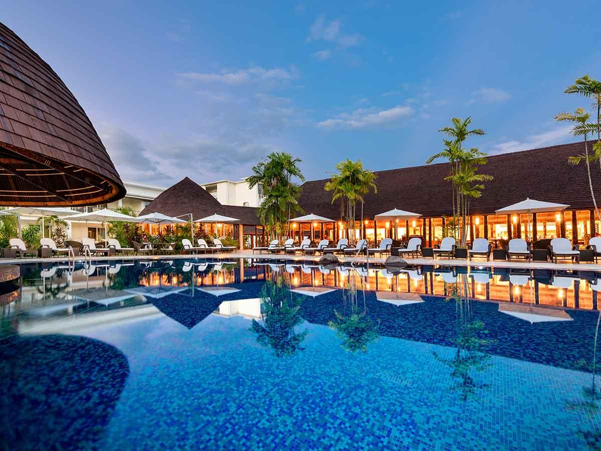 Sheraton-Samoa-Aggie-Grey's-pool-night