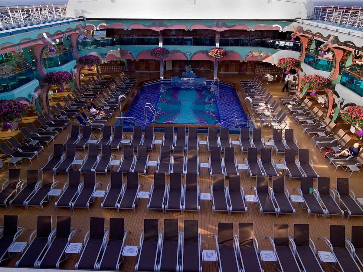 carnival-splendour-pool