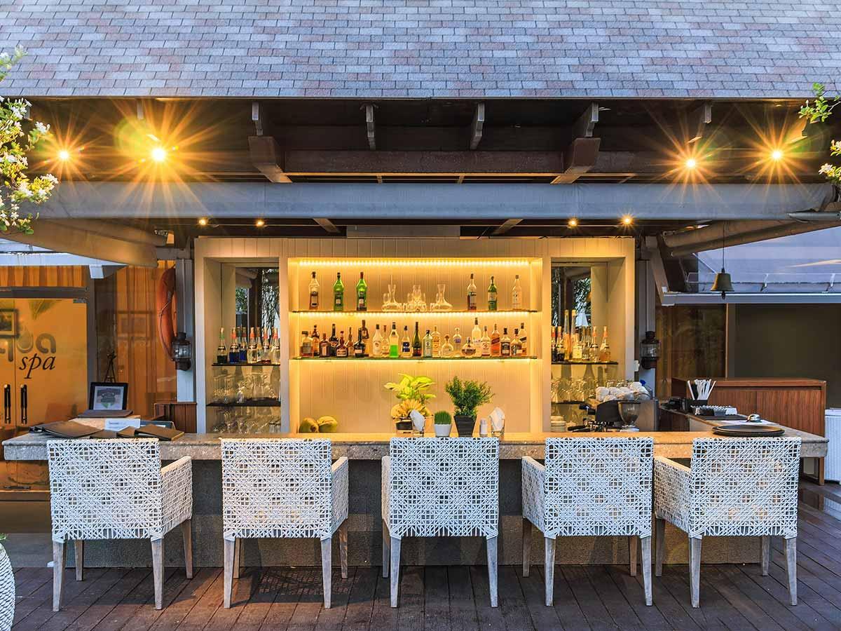 The-Kuta-Beach-Heritage-Hotel-pool-bar