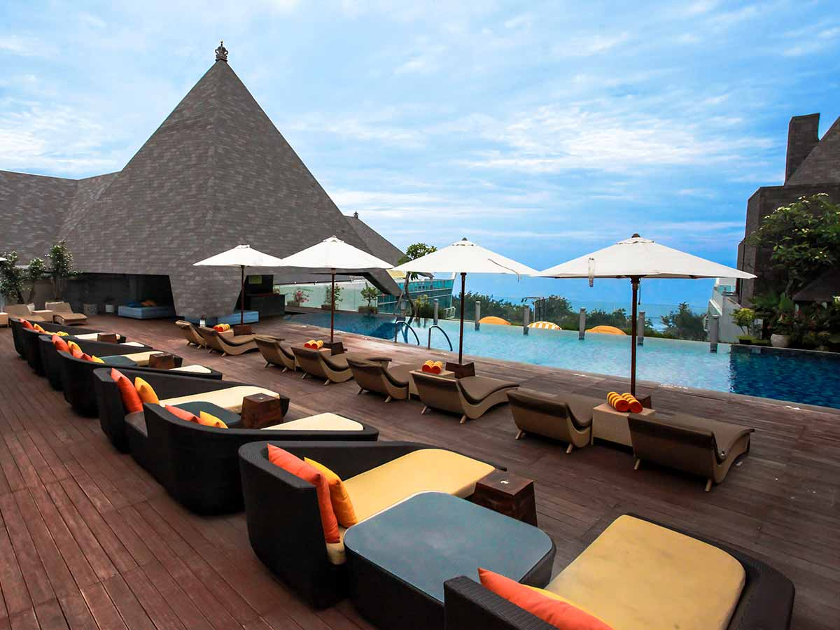 The-Kuta-Beach-Heritage-Hotel-pool