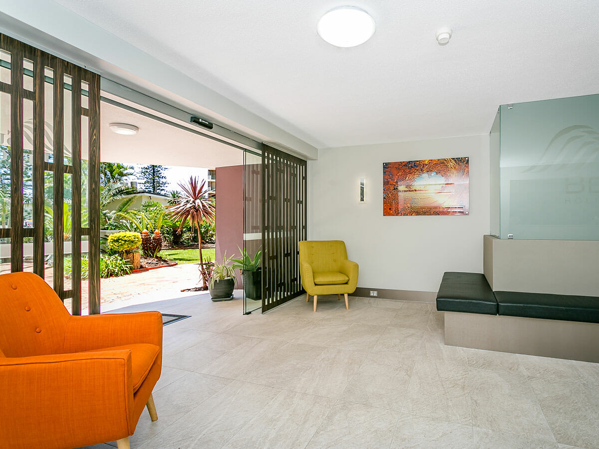 surfers-beachside-foyer