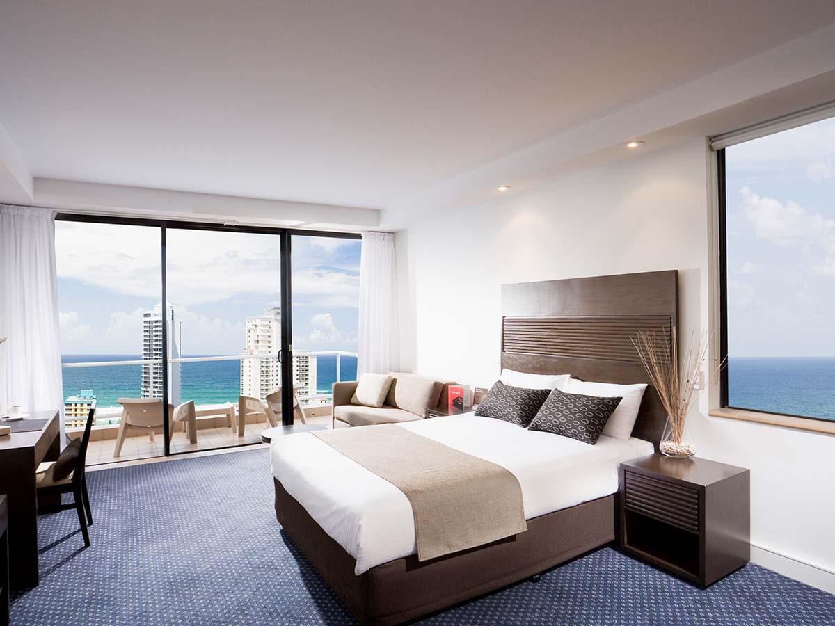 Crowne-Plaza-Surfers-Paradise-Superior-Room
