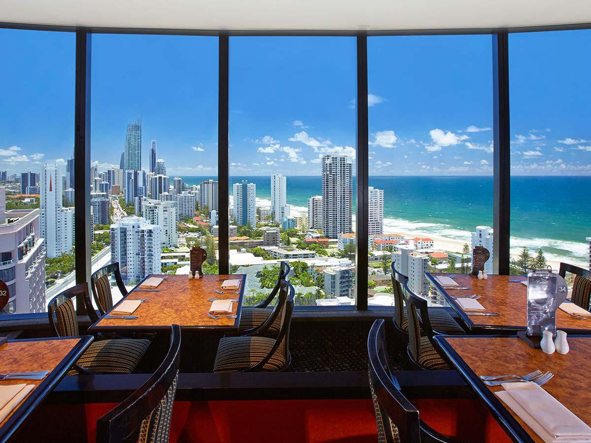Crowne-Plaza-Surfers-Paradise-revolving-restaurant