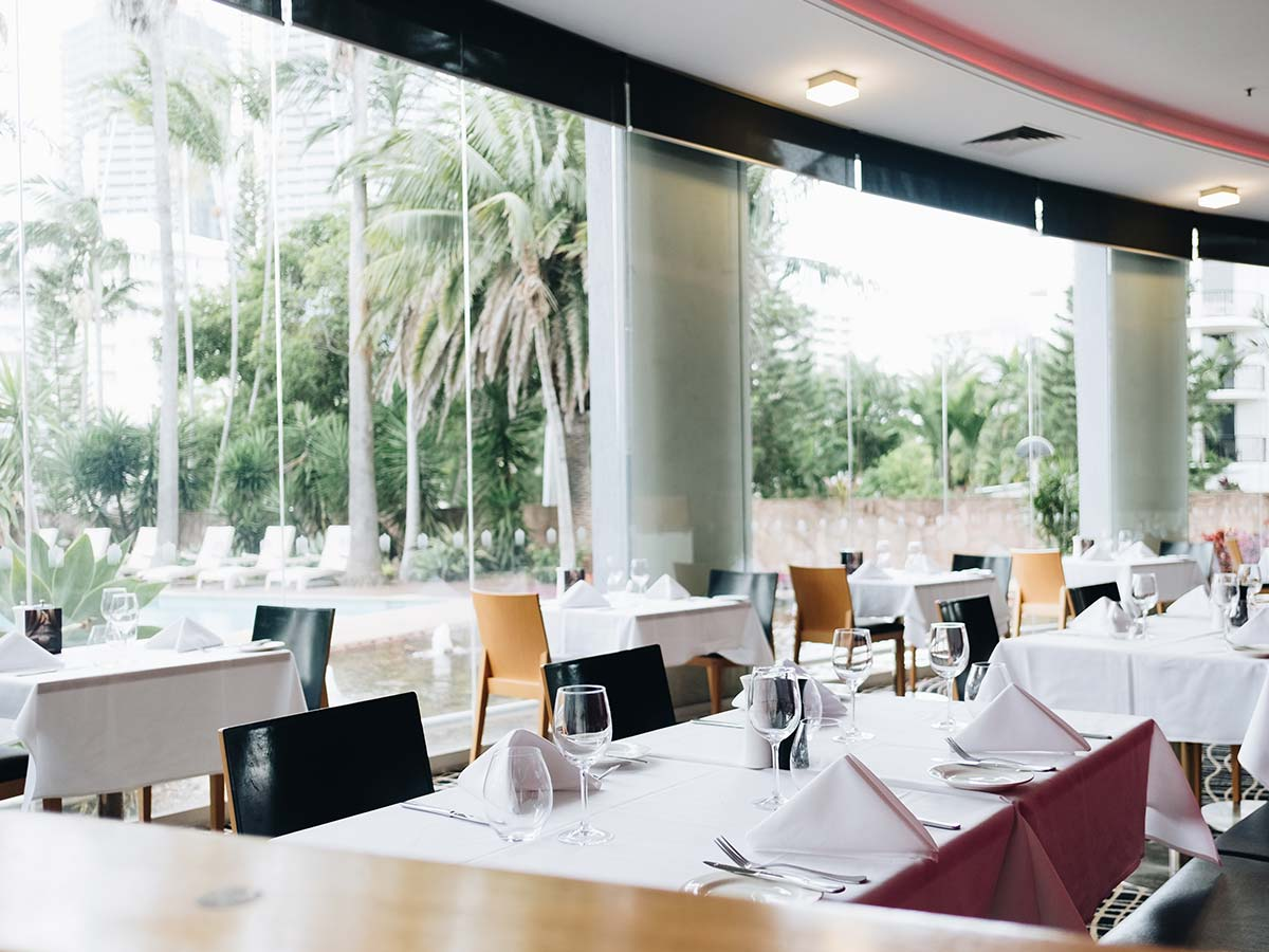 Crowne-Plaza-Surfers-Paradise-dining
