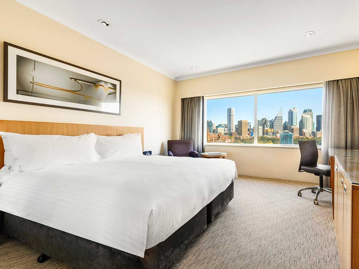 Holiday-Inn-Potts-Point-king-harbour-view