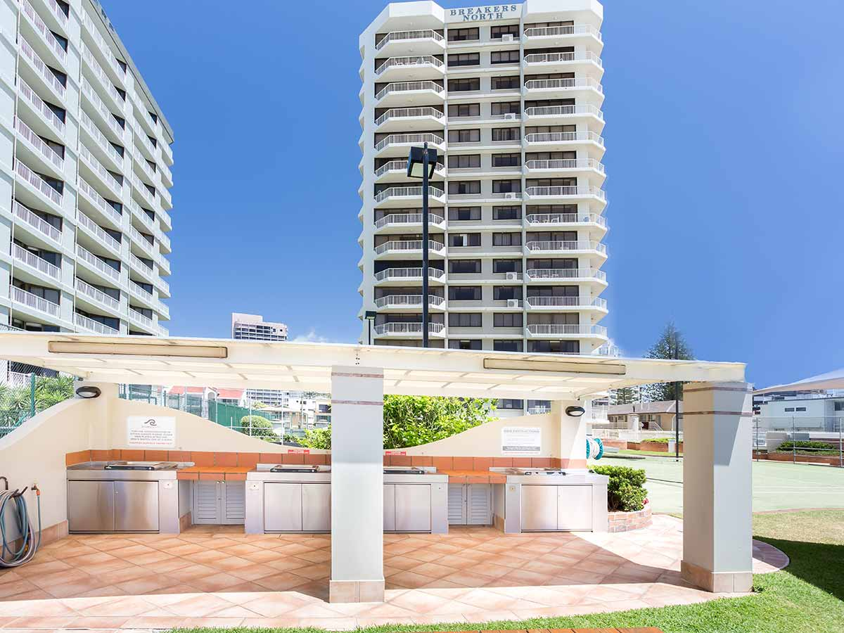 Breakers-North-Apartments-bbq