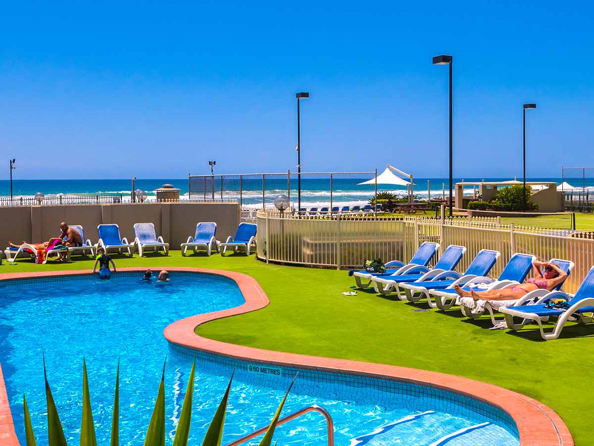 Breakers-North-Apartments-pool
