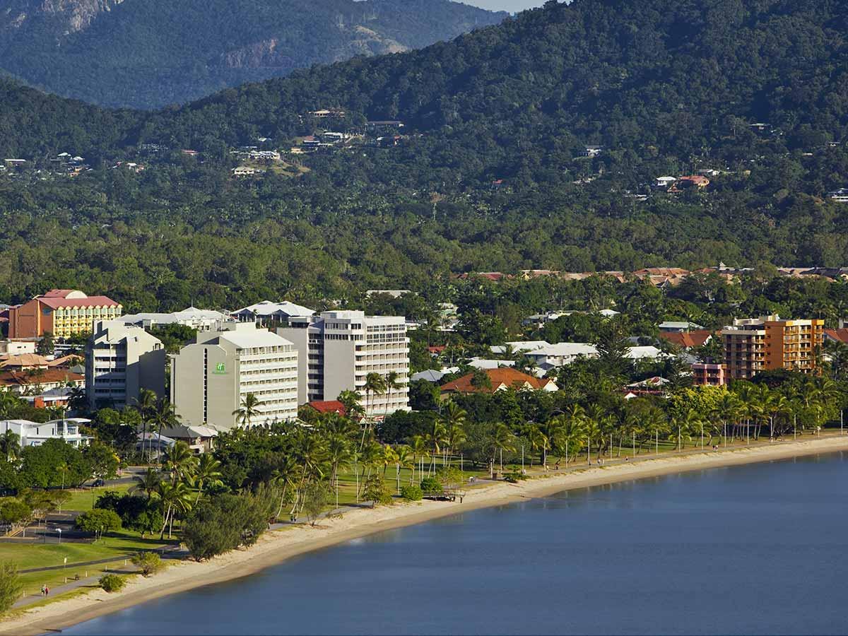 Holiday-Inn-Cairns-Harbourside-aerial