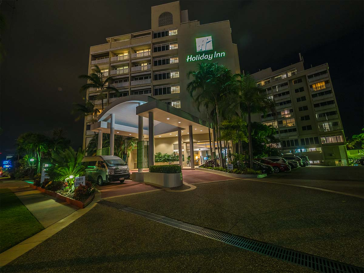 Holiday-Inn-Cairns-Harbourside-external