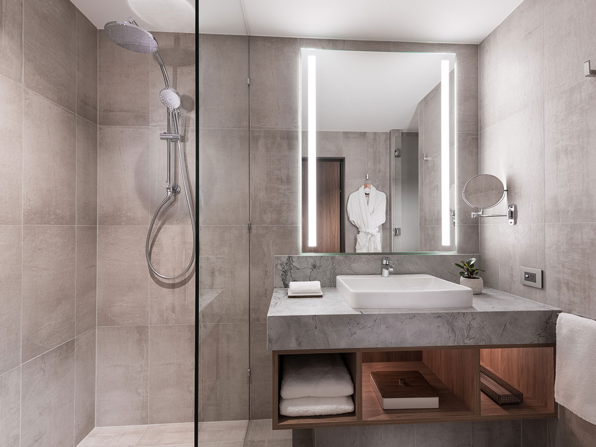 The-Westin-Brisbane-premium-city-king-bathroom
