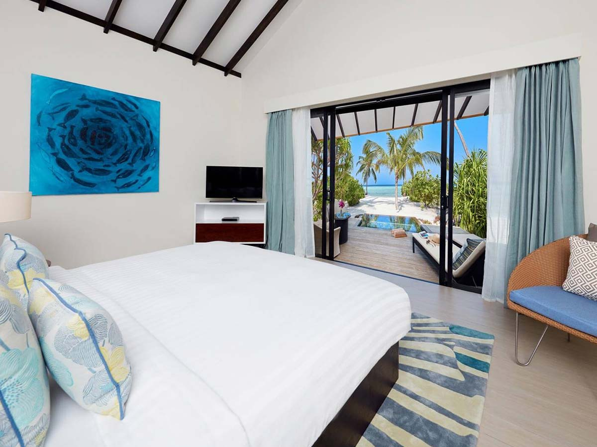 beach-pool-villa-bedroom-1