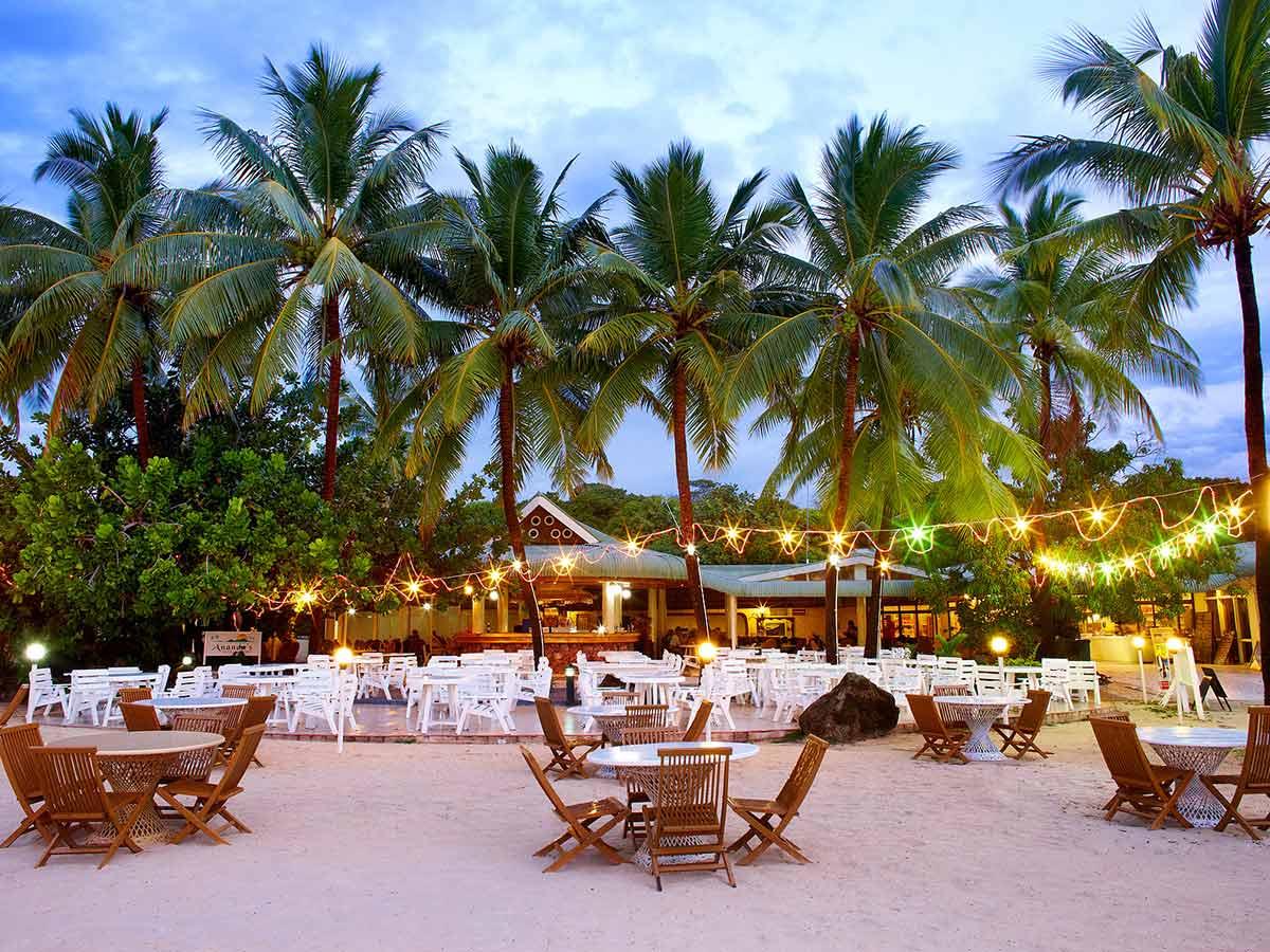 Plantation-Island-Resort-beach-dining