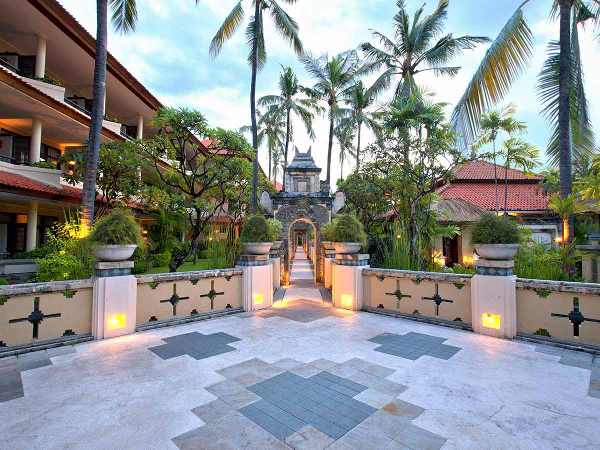 Tanjung-Benoa-Beach-Resort-courtyard