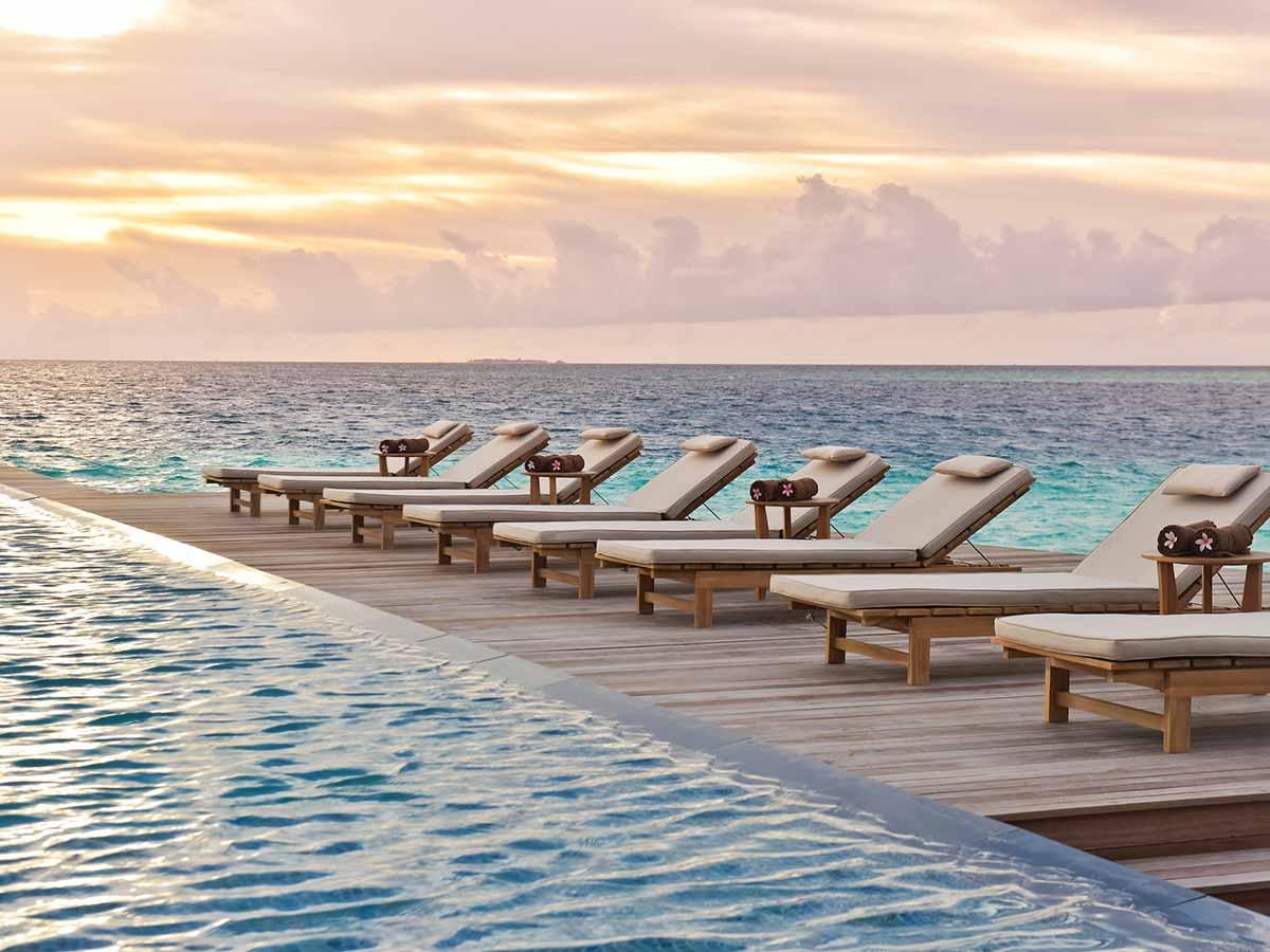 Fushifaru-Maldives-infinity-pool