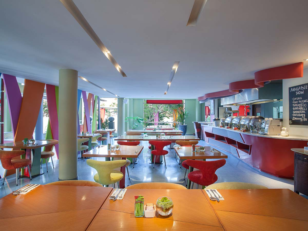 Ibis-Styles-Bali-Legian-colours-cafe