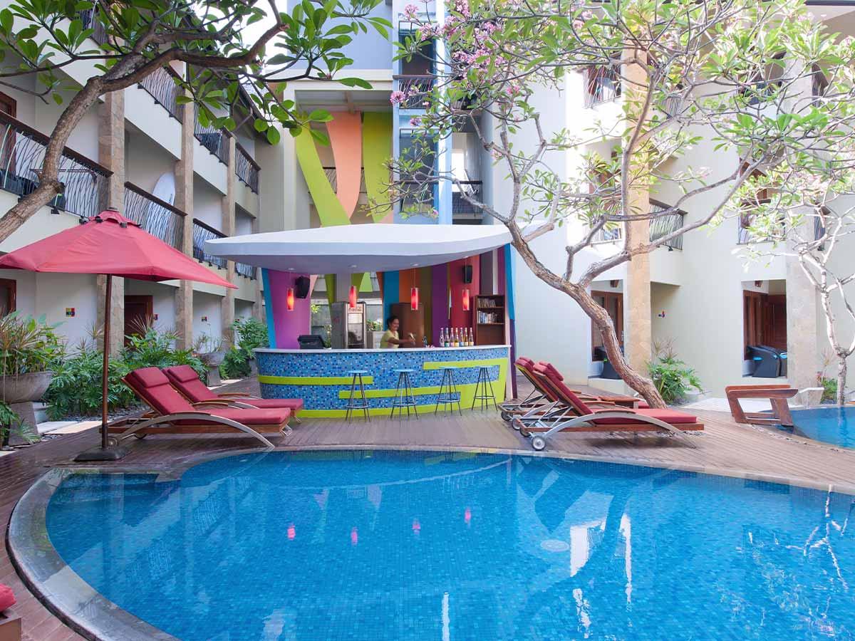Ibis-Styles-Bali-Legian-pool-bar