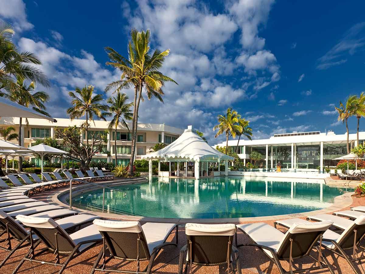 Sheraton-Grand-Mirage-Resort-Gold-Coast-pool-bar
