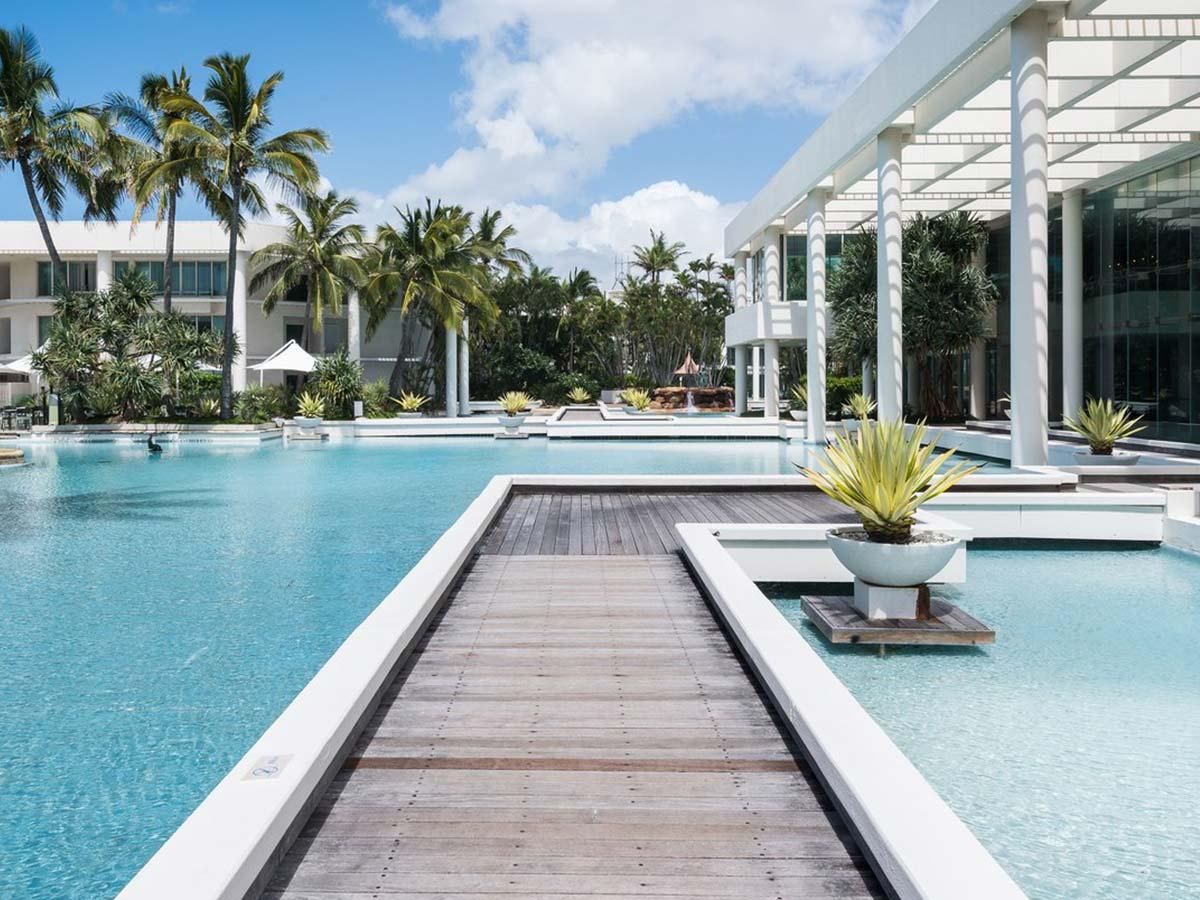 Sheraton-Grand-Mirage-Resort-Gold-Coast-boardwalk