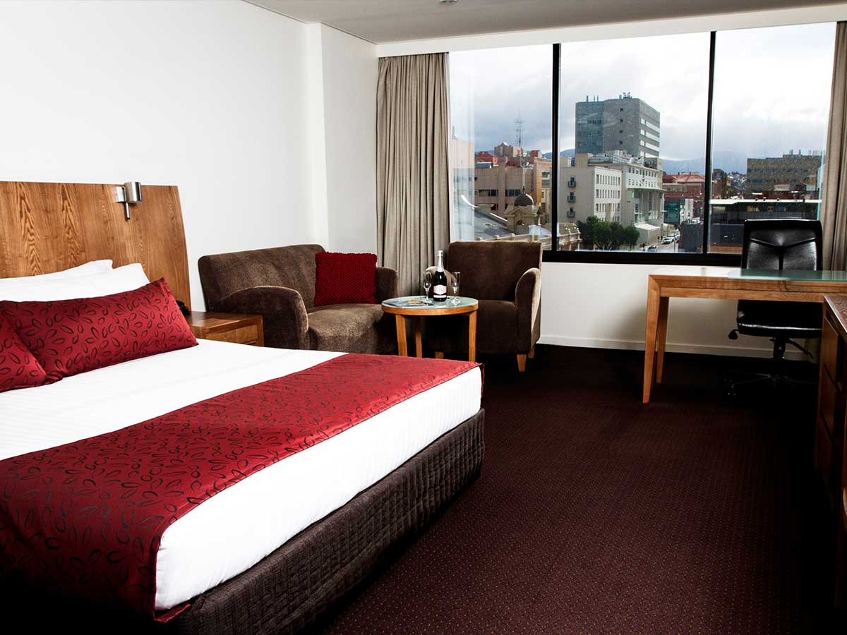 Hotel-Grand-Chancellor-Hobart-mountainside-room