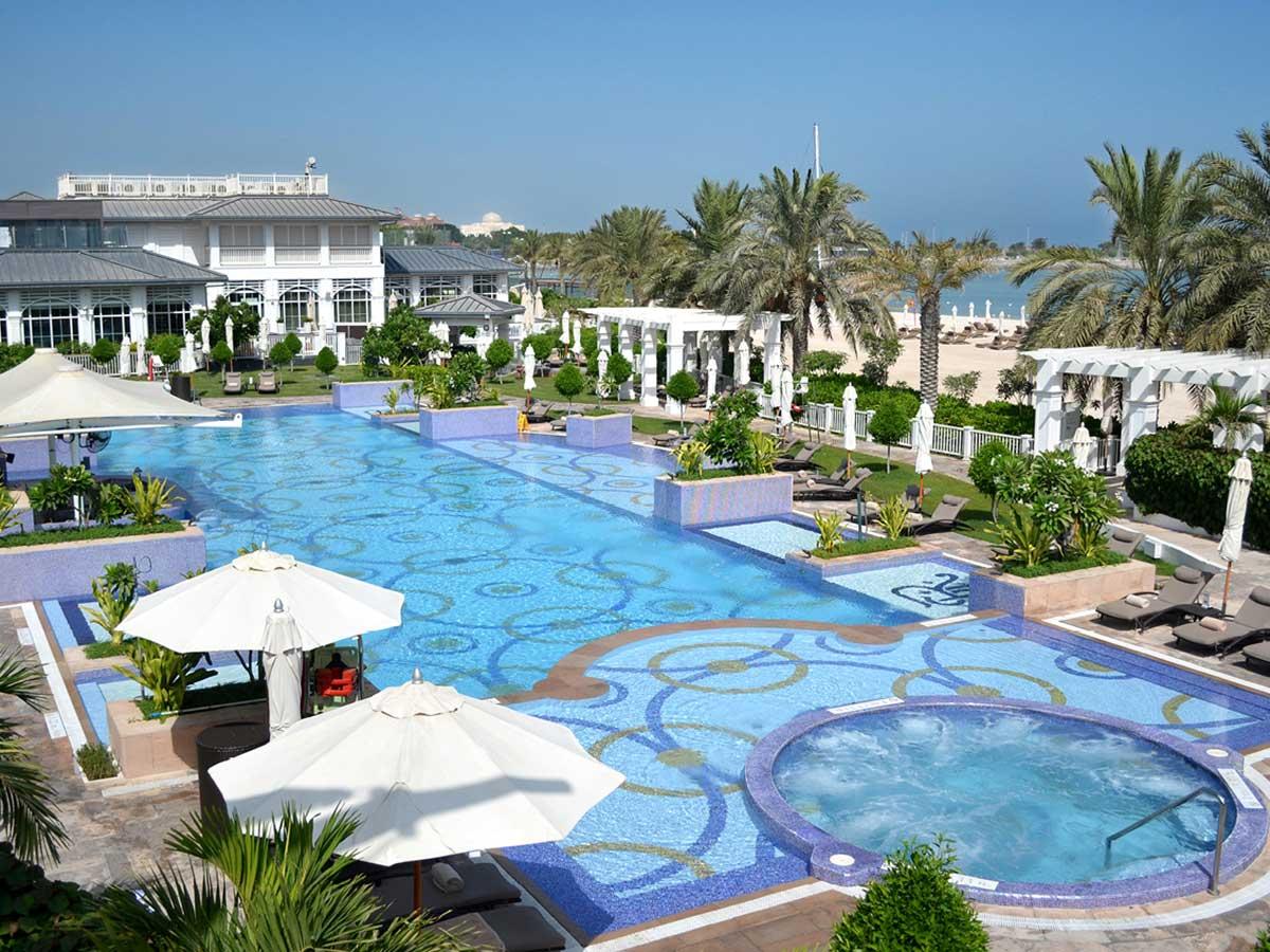 St.-Regis-Abu-Dhabi-pool