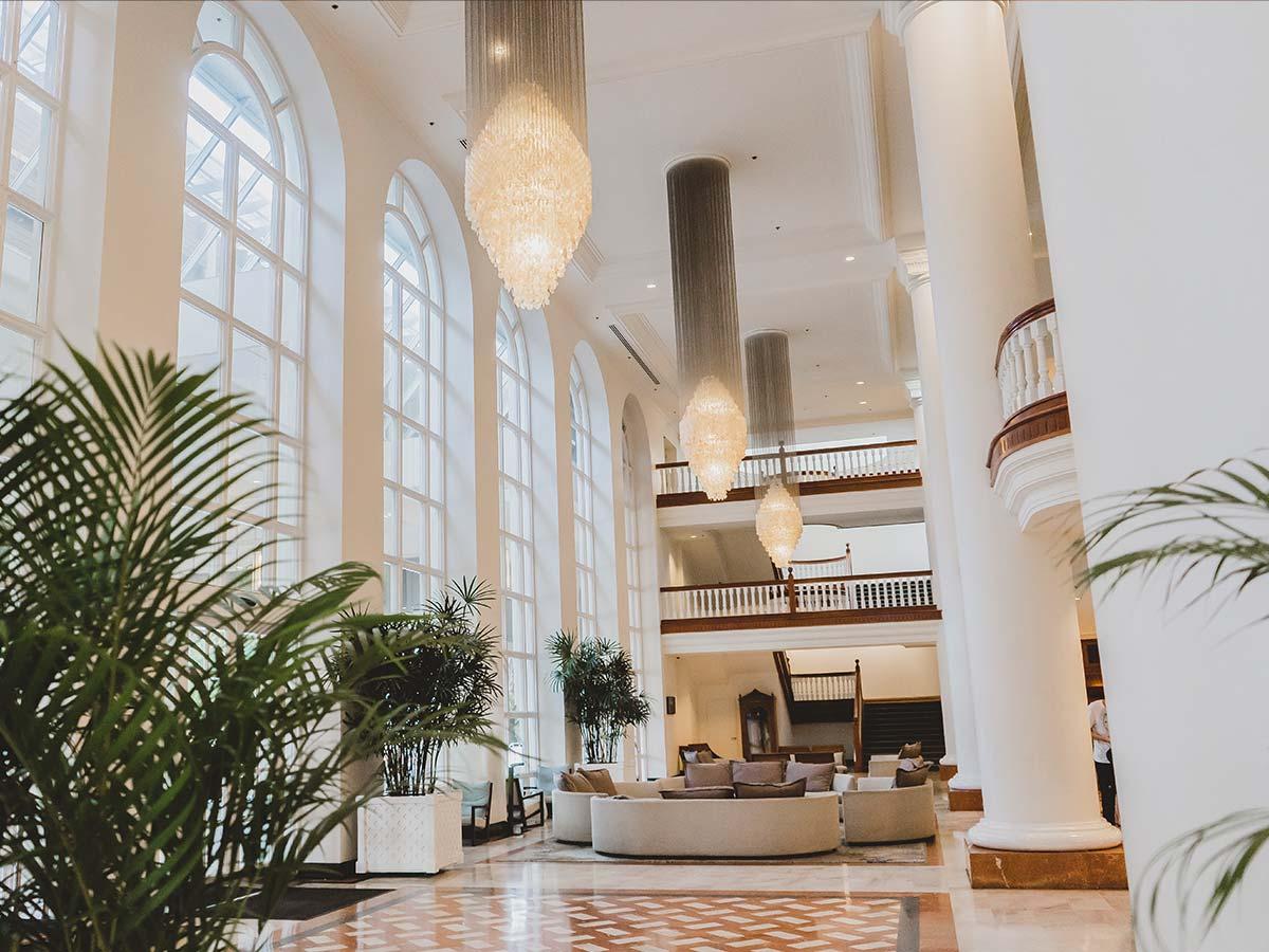 Pullman-Cairns-lobby