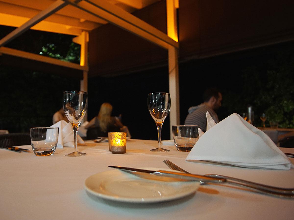 Barrier-Beach-Resort-Santo-dinner