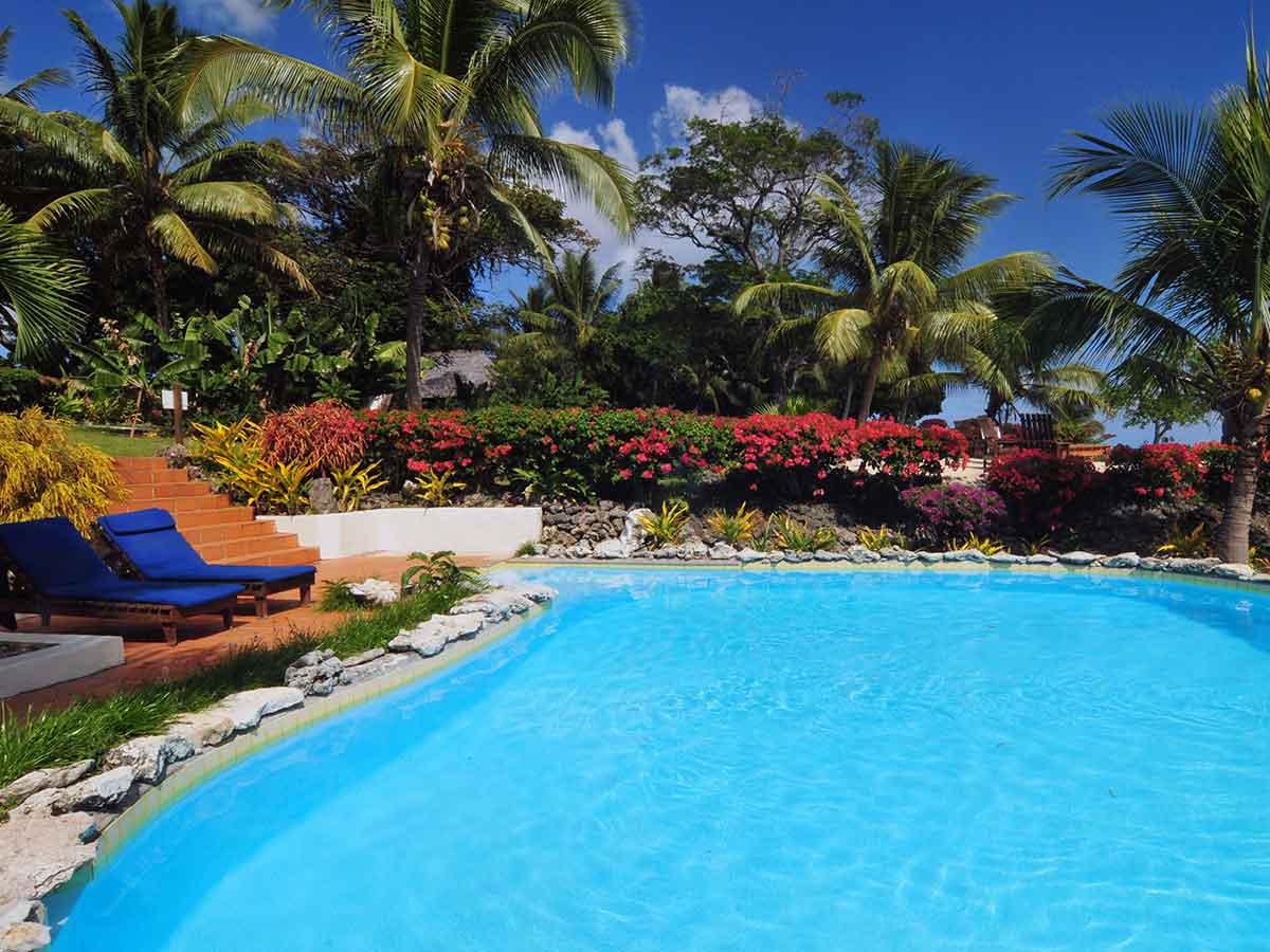 White-Grass-Ocean-Resort-pool