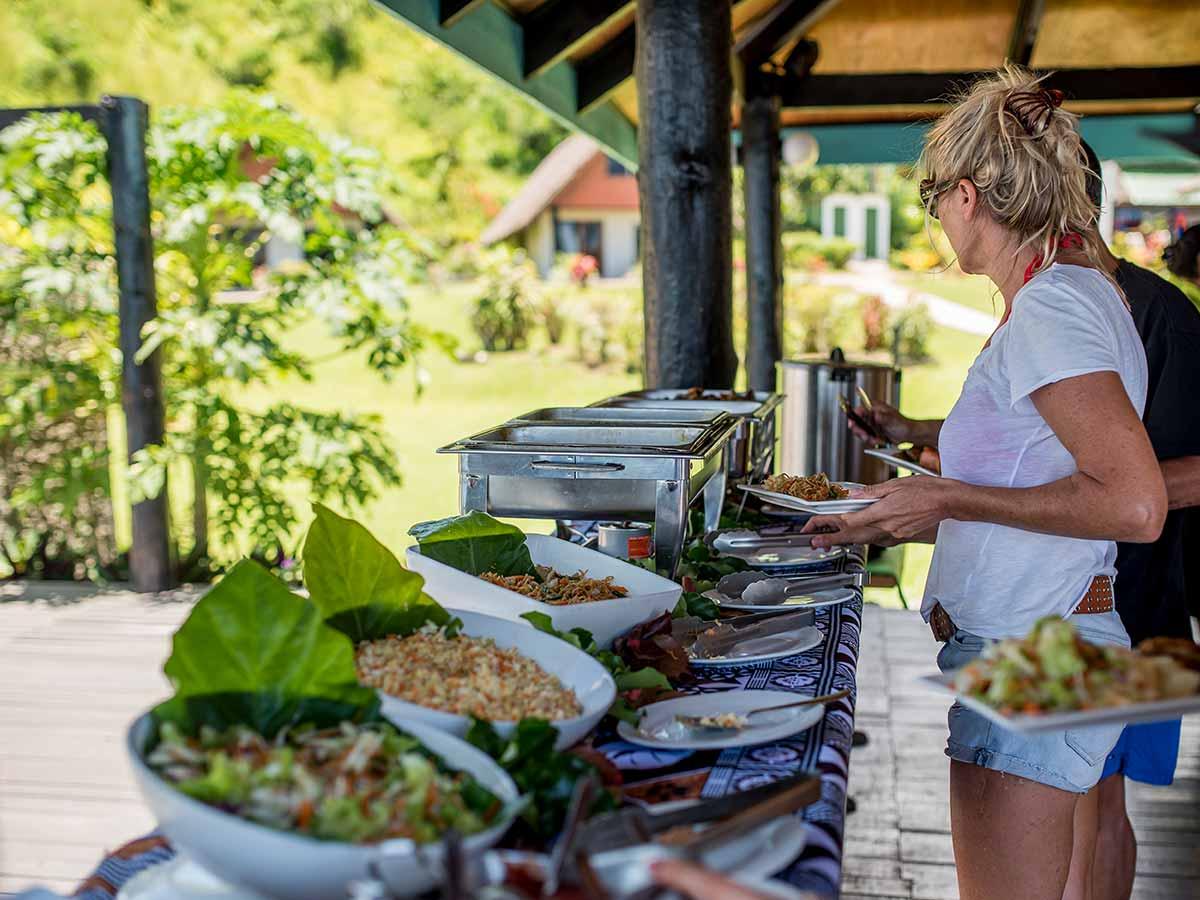 Crusoes-Retreat-buffet