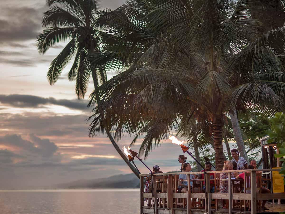 Crusoes-Retreat-dining