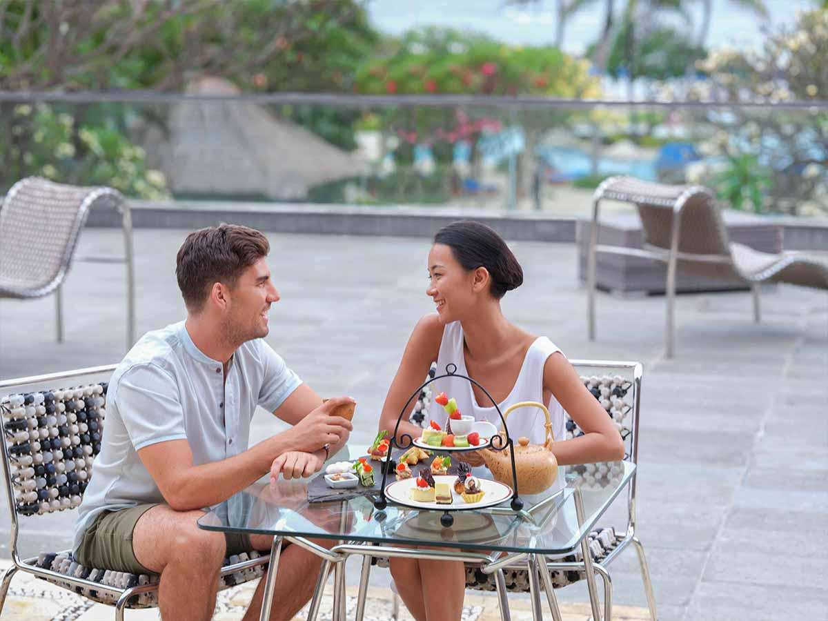 Hotel-Nikko-Bali-couple