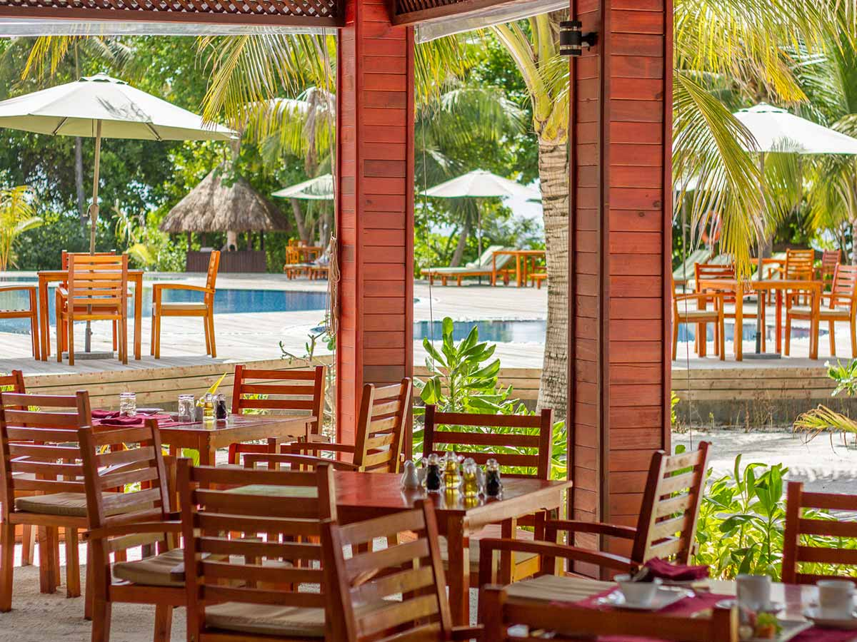 Furaveri-Island-Resort-Spa-dining