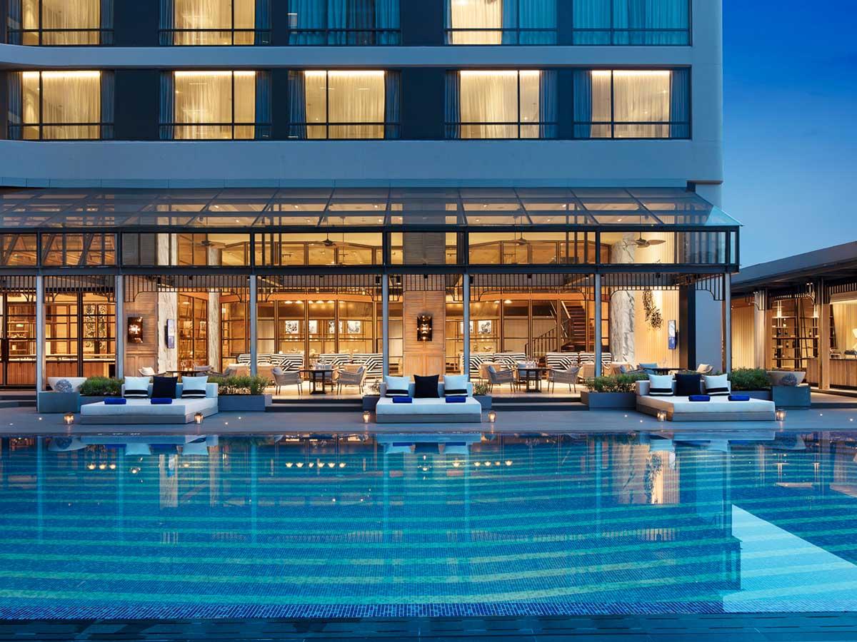 Bangkok-Marriott-Marquis-Queens-Park-pool