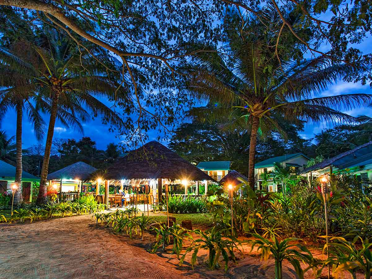 Poppys-on-the-Lagoon-Vanuatu-cafe-night