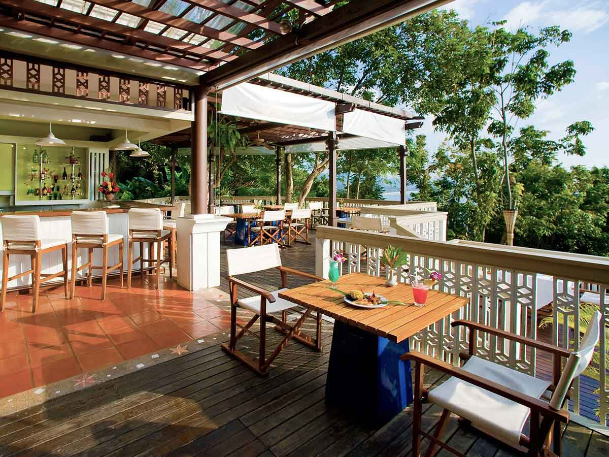 Centara-Villas-Phuket-cliff-bar