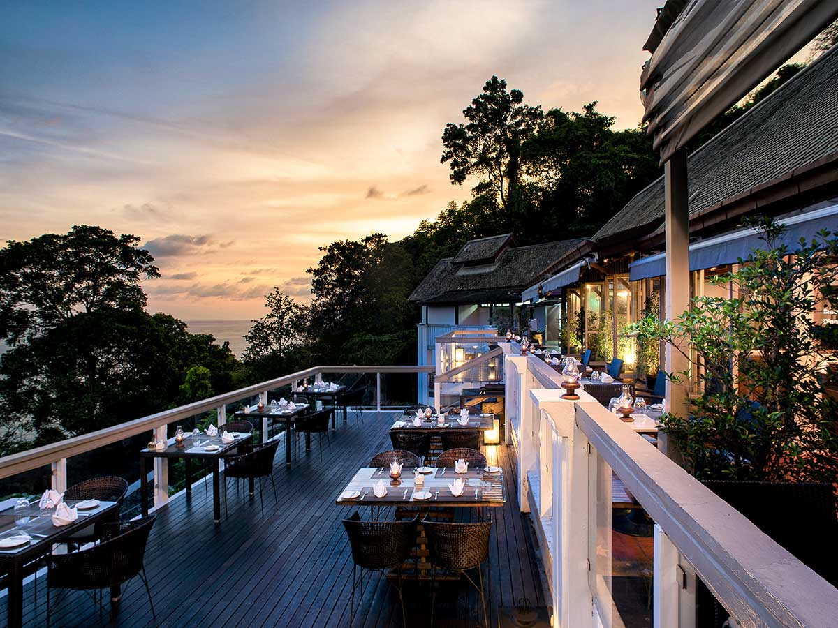 Centara-Villas-Phuket-cliff-bar-2