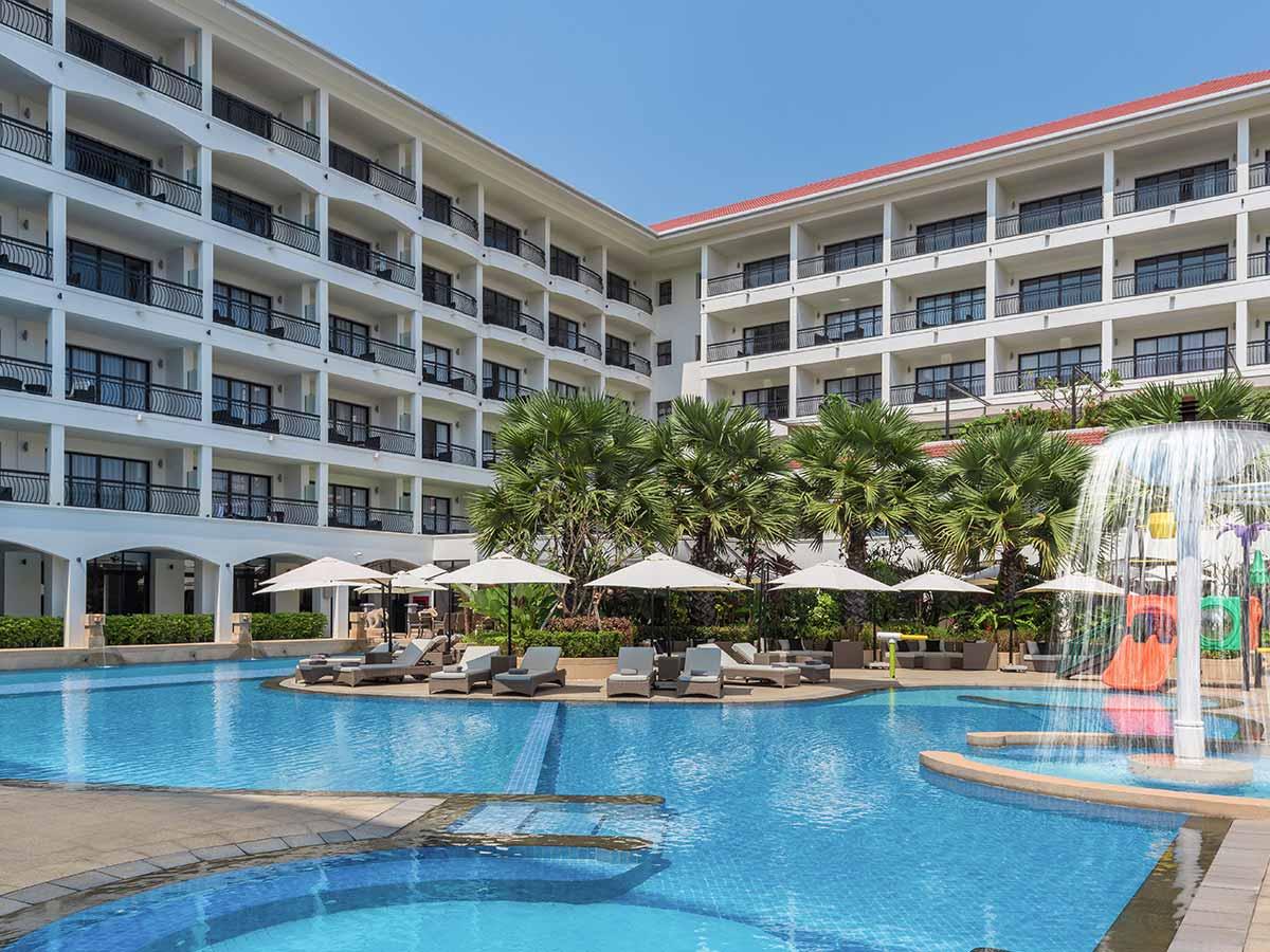 Courtyard-by-Marriott-Siem-Reap-Cambodia-pool